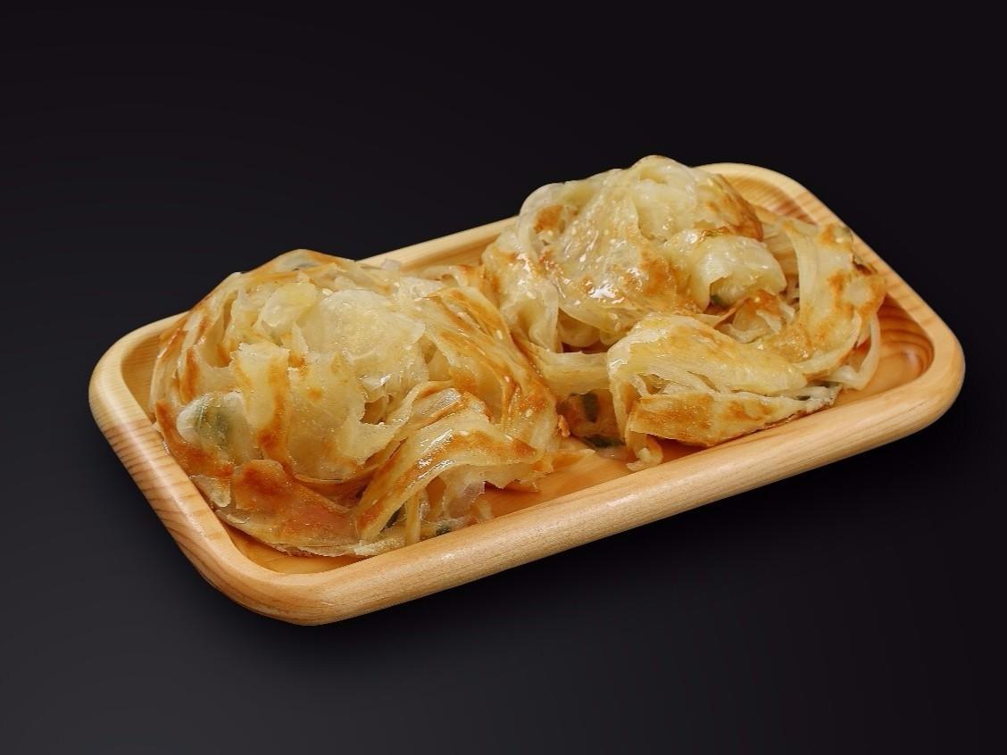 家常葱油饼新做法,只要掌握这2个方法,做的饼层次分明有劲道!